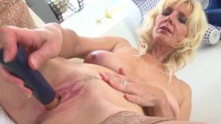 Blonde mature brings her thirsty vagina to orgasm